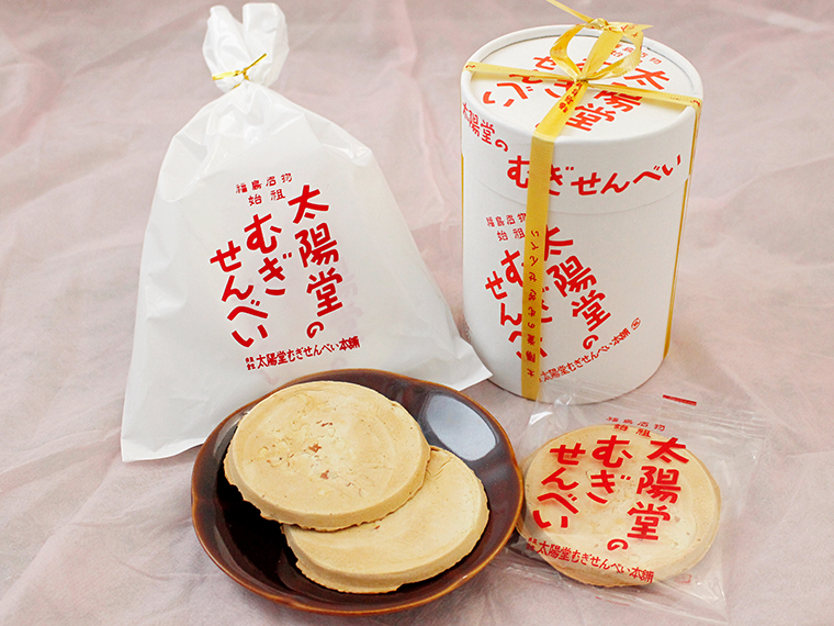 むぎせんべい(袋入4包・356円/筒箱入6包・594円)