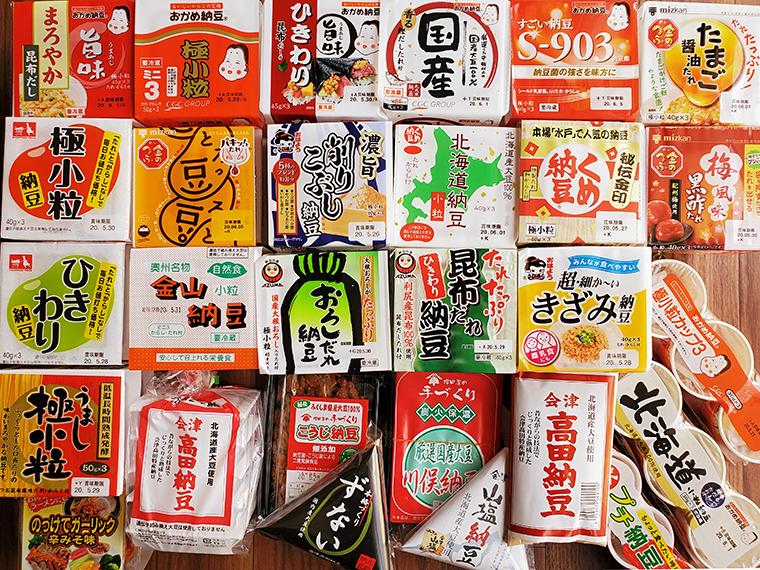 福島市近郊のごく普通のスーパーで売ってる納豆のラインアップ。県外の人は、1店舗でこれだけ買えることに驚くこともあるようですが、福島県民にとっては当たり前です