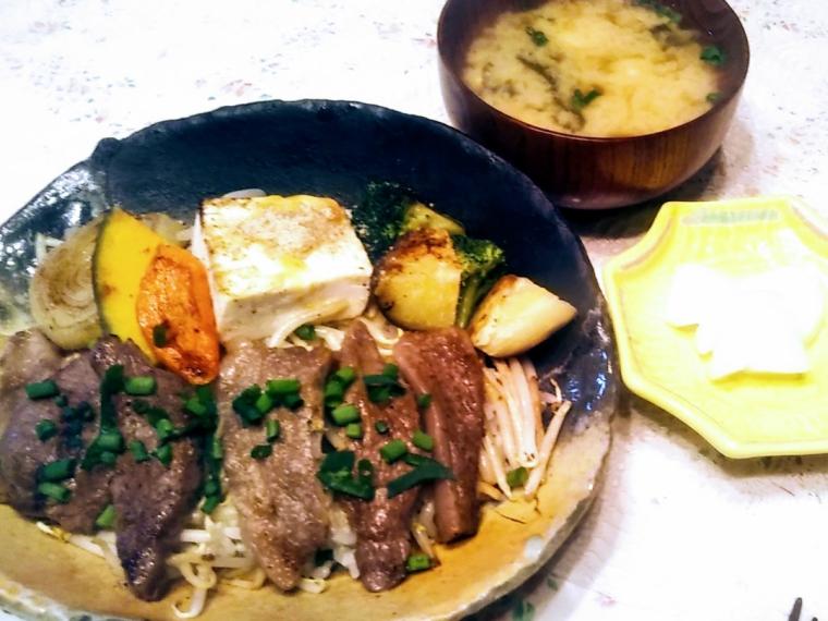 【神戸のあかり異人館】和牛ビーフ丼、牛すじカレーなど