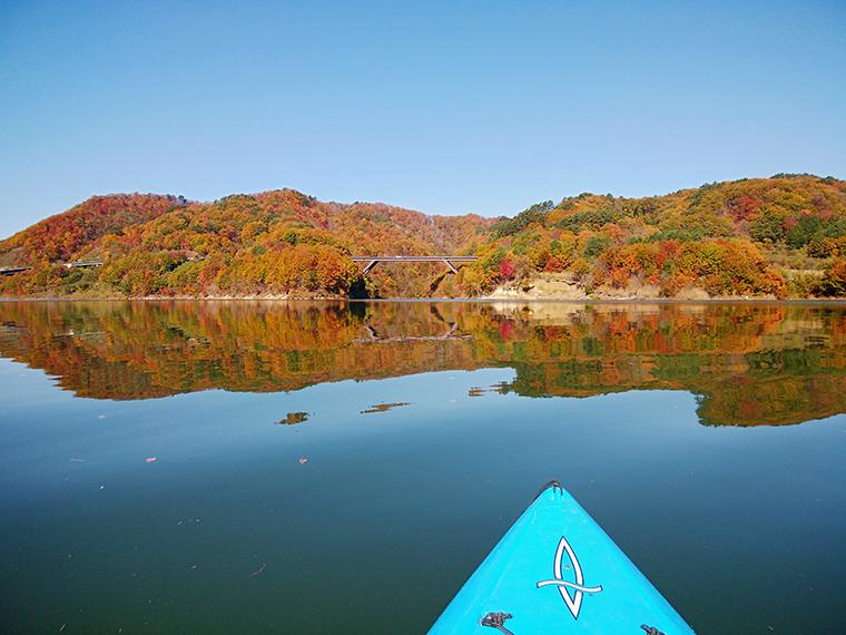 水上から観る紅葉は格別!