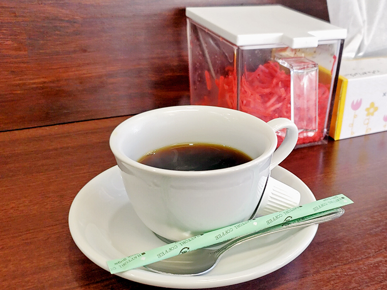 食後のコーヒーと紅生姜のツーショットは、 仁さんならではの風景