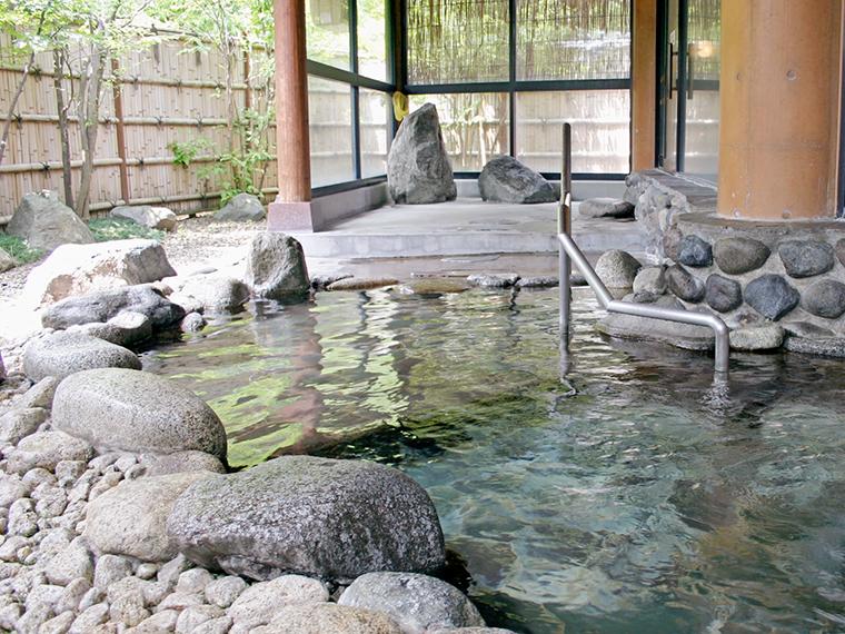 摺上川の上流にある「もにわの湯」(入浴料/大人250円、小人120円)。飯坂温泉街にも日帰り入浴できる施設がたくさんあります!