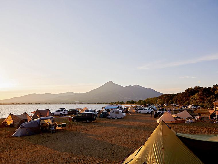 雄大な会津磐梯山と、猪苗代湖を望む風光明媚さが魅力!
