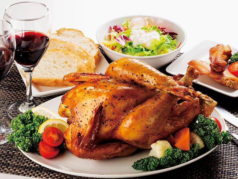 「川俣シャモの丸焼き」。皮と肉の間にある適度な脂身が、地鶏特有のおいしさを感じさせる逸品。シンプルな味付けだからこそ、肉質の良さを堪能できる