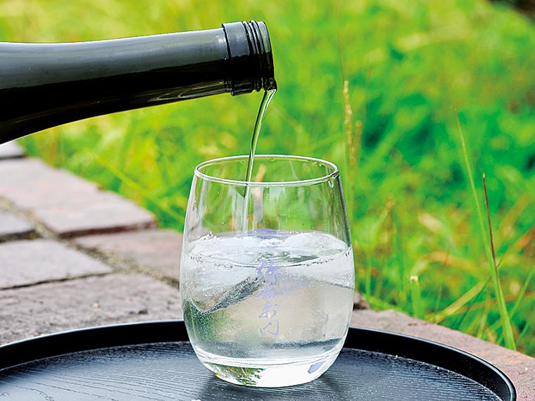 飲み方は冷やして、またはロックがおすすめ。洋食との相性も良い