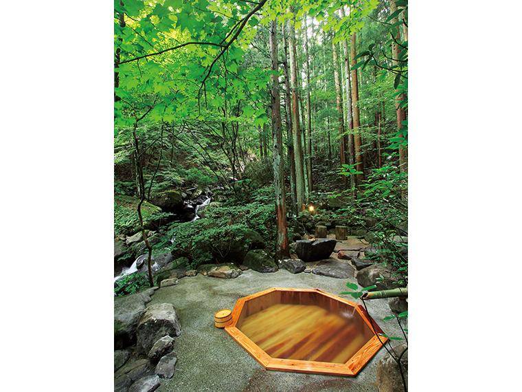 杉林の中に佇む渓流沿いの露天風呂は大小2つあり、完全貸切で入浴できる