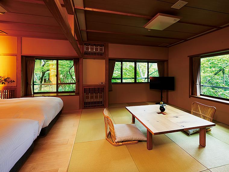 ベッドタイプの客室を新設。窓から見える四季折々の景色が素晴らしい