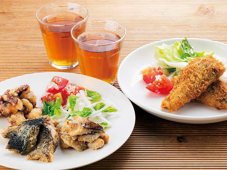 魚介加工品各種。特大マダラを使った身の厚いタラフライは絶品(写真右)。味噌・甘酒・酒粕で独自に漬けた「おんちゃま漬け」の魚は骨もなく食べやすい
