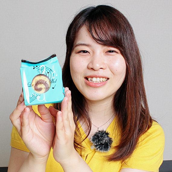 クッキーのうずまきと、ト音記号のデザインを合わせた遊び心のあるパッケージ