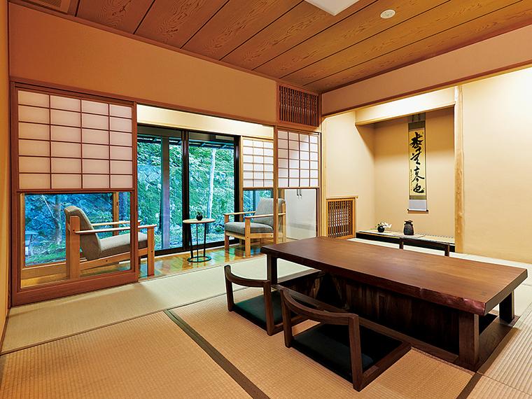 露天風呂を併設した3部屋付きの離れ「花村」。6名まで宿泊可