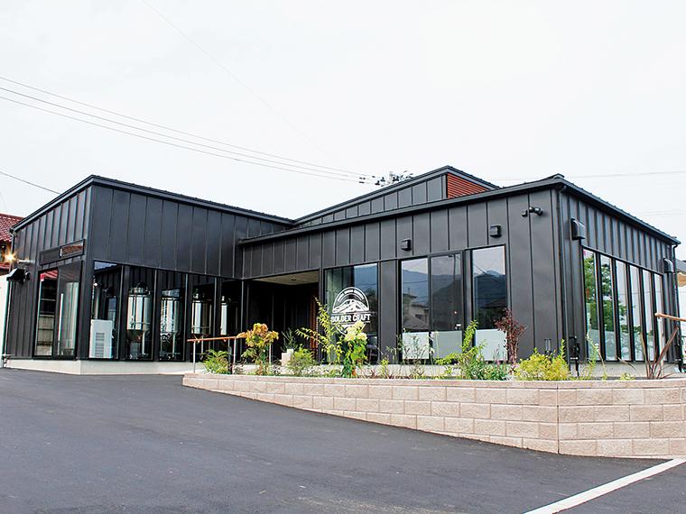 『半田銀山ブルワリー』の醸造設備は外から見ることができる