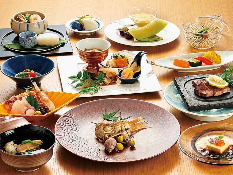 アカムツ(ノドグロ) 塩焼き、なごりハモと松茸の椀物、福島県産黒毛和牛ヒレ肉など、約10品で構成される夕食の一例