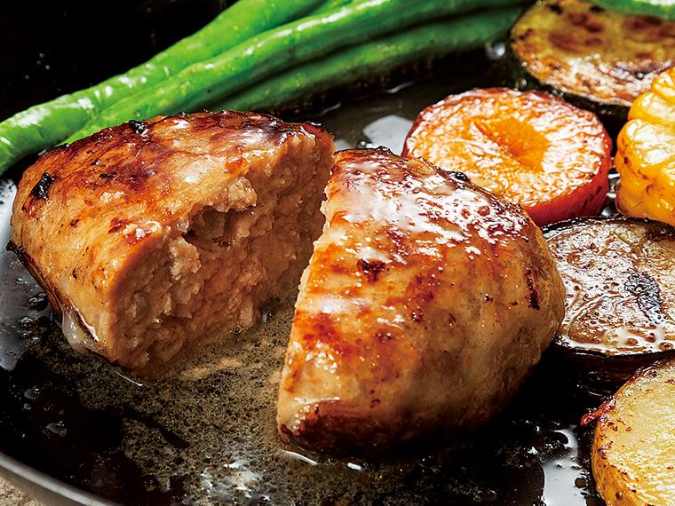 肉汁があふれ出すハンバーグも美味。福島県内産豚肉100%で豚足のコラーゲン入り。手間を惜しまない贅沢な味わい