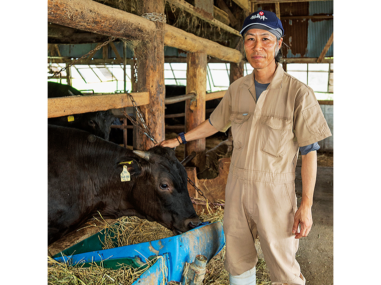 [生産者]林邊啓生(はやしべひろお)さん。父の代から牛の飼育をはじめ、2代目を受け継ぐ。現在は、母牛・子牛も合わせて50頭ほどを家族ぐるみで育てている