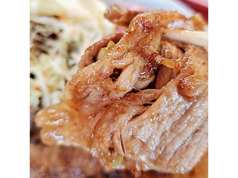 ご飯にワンクッション置いて、肉を焦らせばおいしさが増す気がします(当社比)