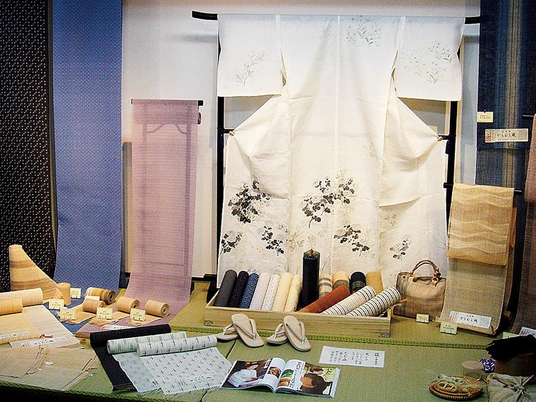 『からむし工芸博物館』では季節により、企画展や織姫らによる実演も行われる(写真提供/昭和村)