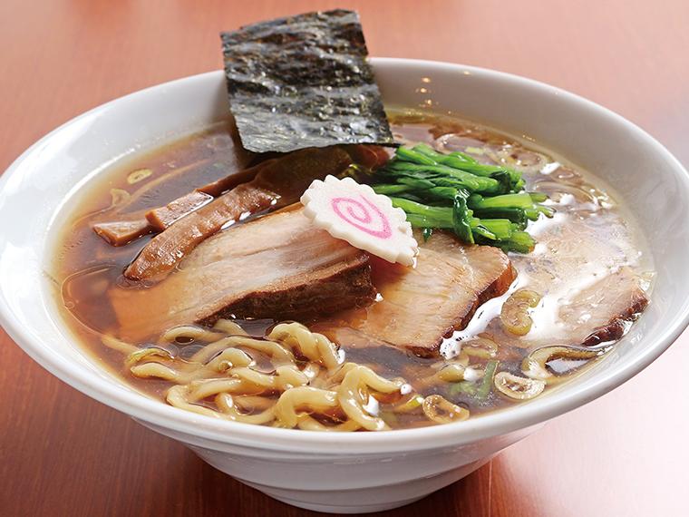 麺大盛り無料、味玉サービスなどの特典を受けられる