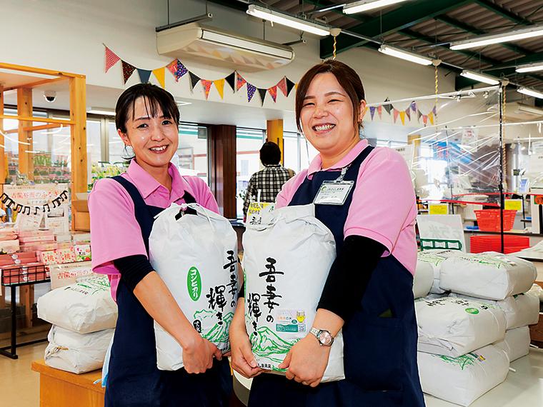 「ここら 矢野目店」の直売所ではブランド米「吾妻の輝き」をはじめ、季節の野菜や果物、花卉、農産加工品などが揃う