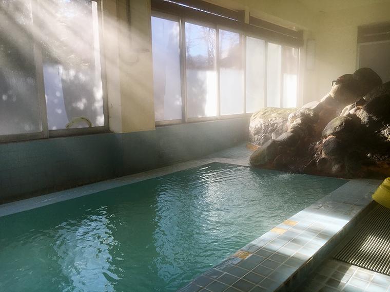 日帰り時間帯は女性用の「岩風呂」