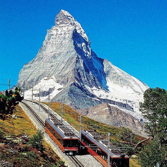 スイス・ツェルマットから臨むマッターホルン(標高4,478m)。アルプス山脈の雄大な景色がスイスの象徴