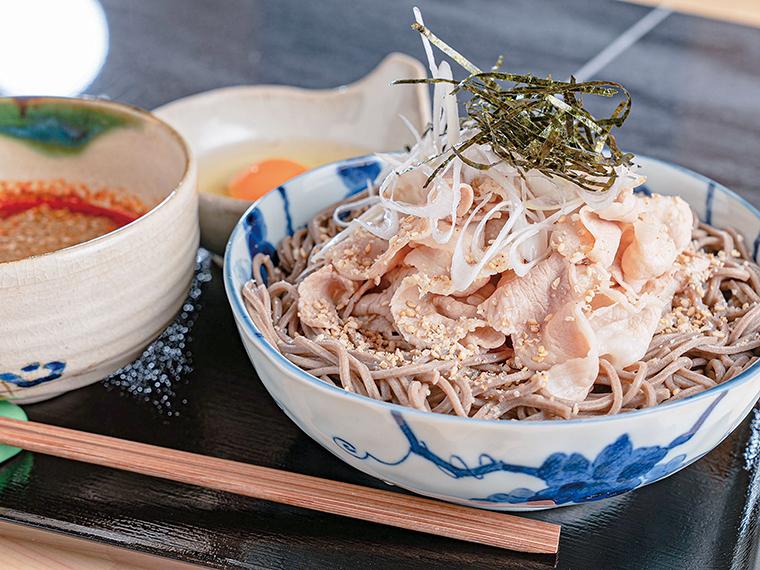 「(冷)ラー油肉そば(並)」(800円)
