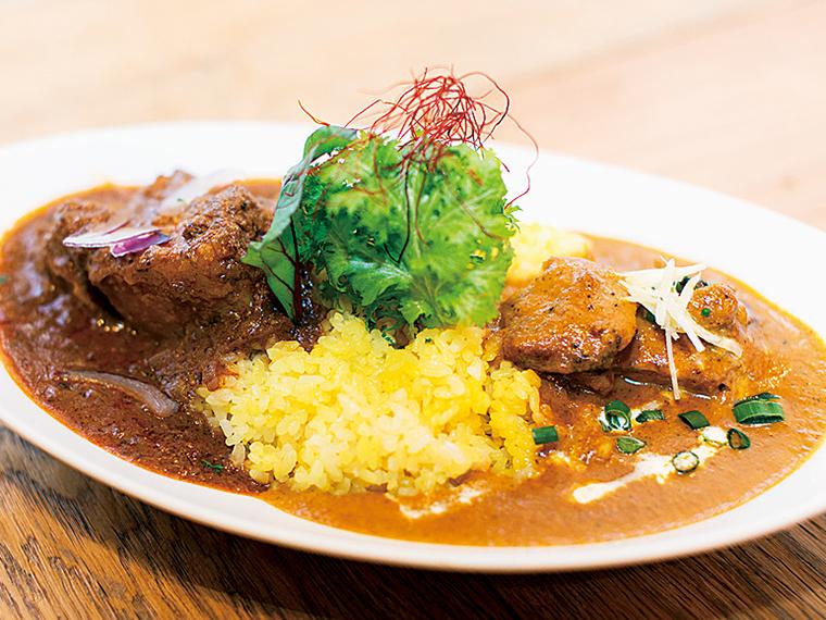 人気店「curry dining bar 笑夢」のカレーも(写真はイメージ)。また、「FOME BASE」のワークショップは子どももOK。薪ストーブ体験もあり