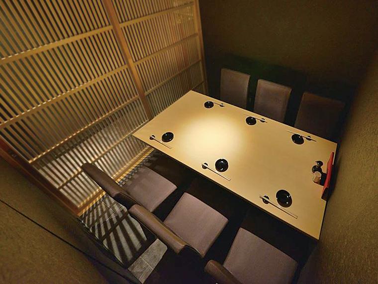 個室は2人から対応。人数に合わせて席数を変更できるので、気軽に相談しよう