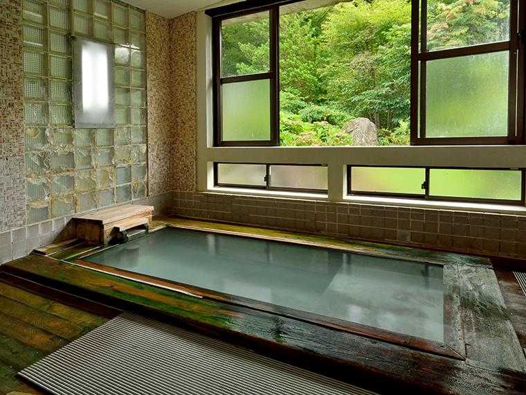 日帰り時間帯は男性用の「檜風呂」