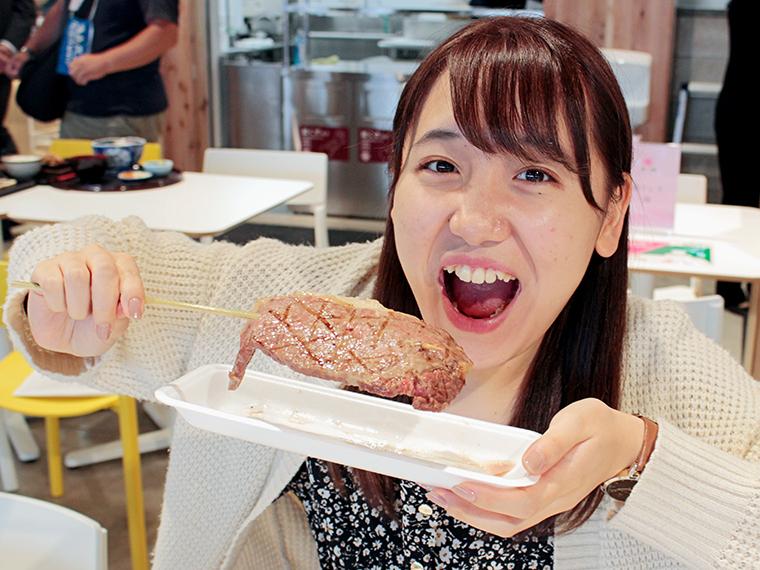とろける柔らかさの「前沢牛サーロイン串」(3,500円)。贅沢にがぶっといただきます!