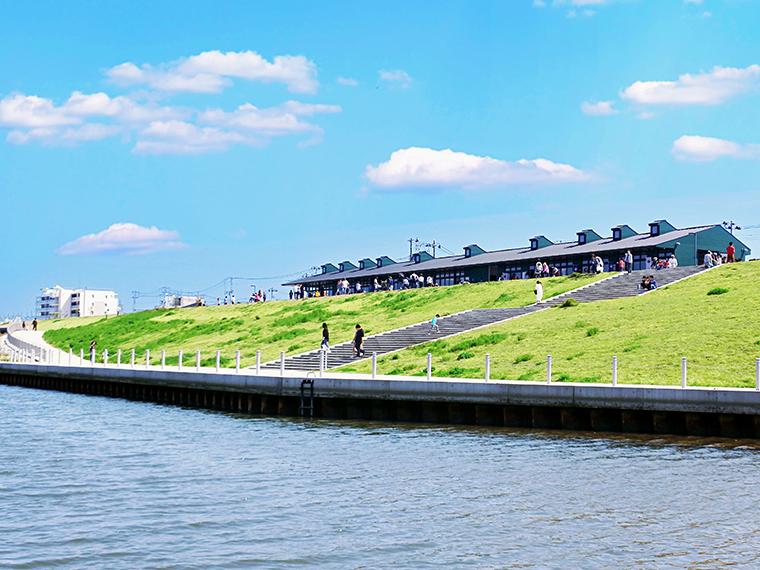 近くには名取川が流れる