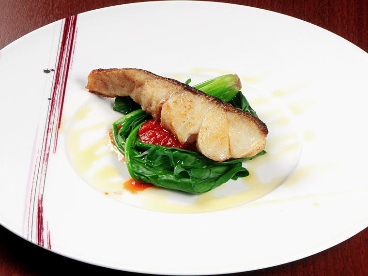 魚料理の一例。食の好みやアレルギーも柔軟に対応する