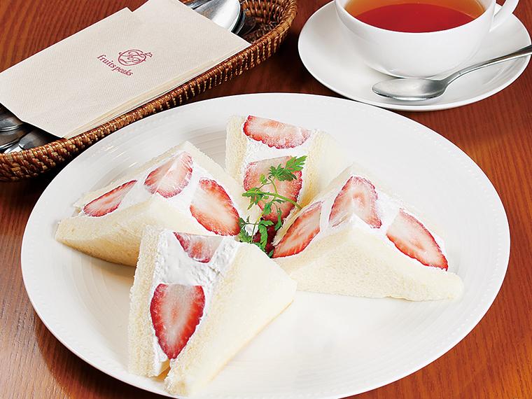「季節のフルーツサンド」(847円)※フルーツは変更あり、11:00〜14:30(ラストオーダー)はコーヒーor紅茶サービス