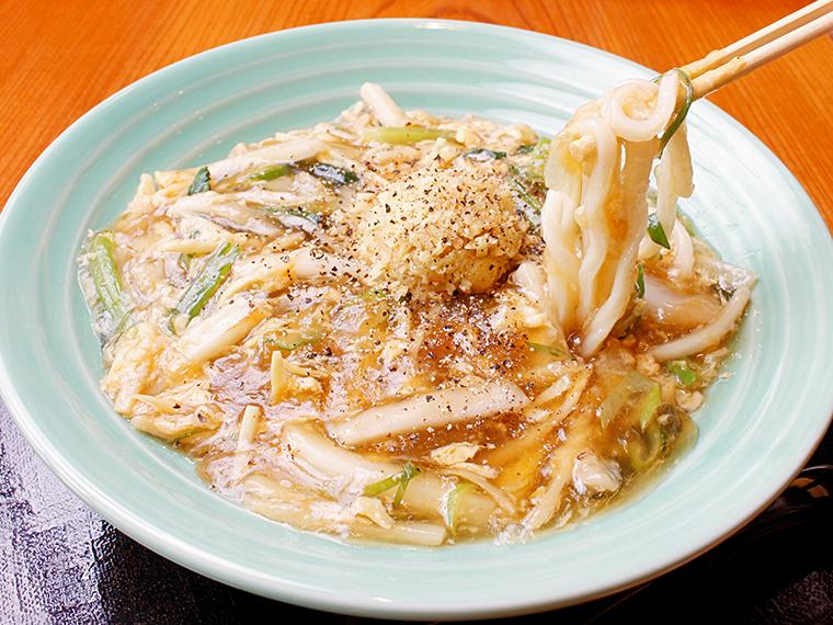 「生姜と野菜の玉子あんかけうどん」(880円)