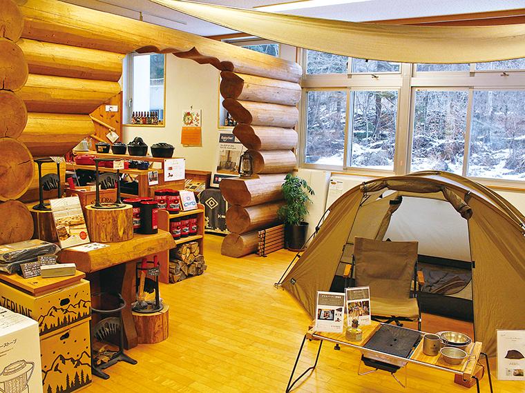 「snow peak」のキャンプ用品から普段使いできるものまで揃う