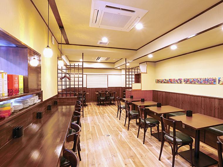 店内は昔ながらの喫茶店のような居心地のよい空間