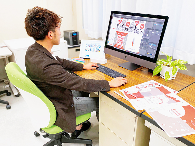 顧客情報をわかりやすく整理し、デザインに乗せていく情報デザイン課。ウェブデザインや動画サイトなどの構築も手掛ける