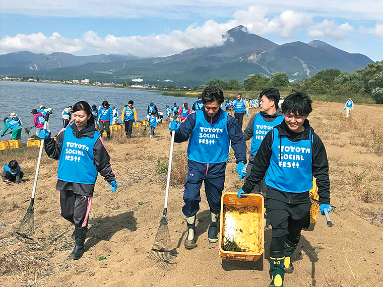 猪苗代湖と四倉海岸(いわき市)できれいな水辺を守る活動「トヨタソーシャルフェス2019」に参加。環境保全活動にも力を入れている