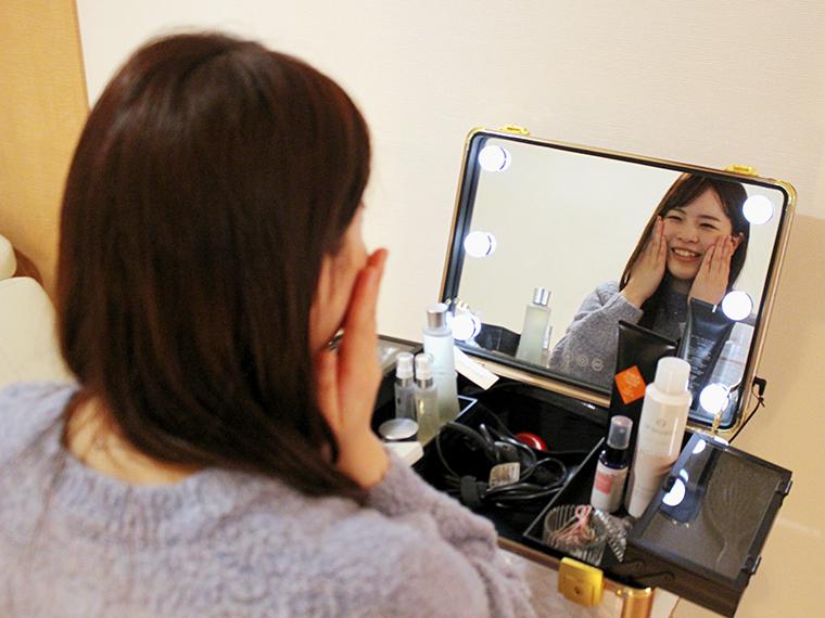 店内にあるドライヤーや化粧品は自由に使うことができます。おでかけ前でも、化粧くずれを気にせず利用できてうれしい~。むしろ、化粧のりもいい感じ!