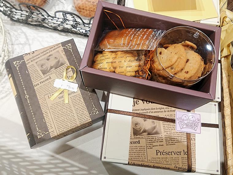 「焼き菓子ギフト」(本型BOX1,080円、四角い箱1620円)