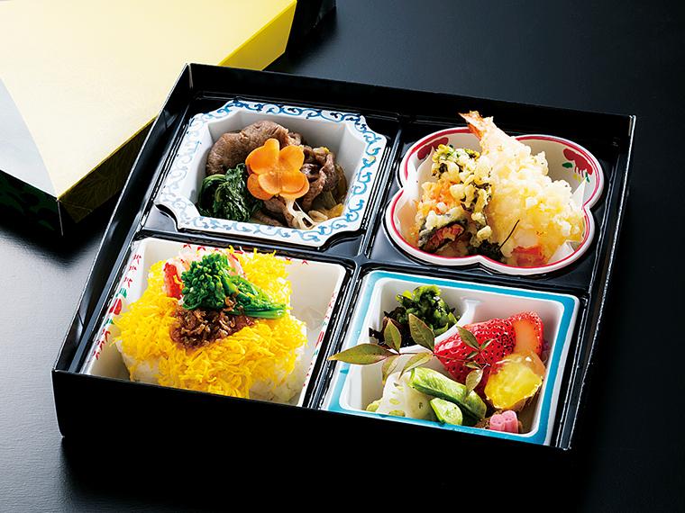 「松花堂弁当」(2,000円)。 一品一品丁寧に仕上げられた料理を存分に味わおう