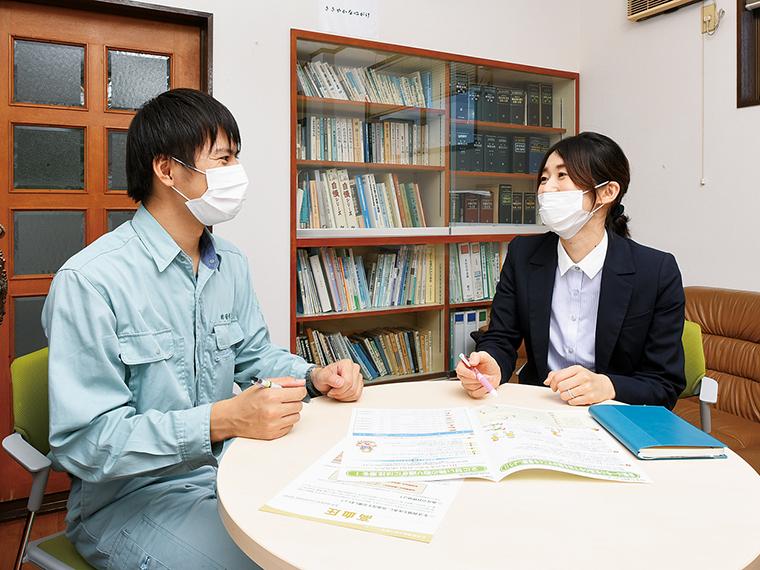 普段の声かけを大事にしている山本さん。「健康について気軽に相談でき、専門的な助言をもらえて心強い」と社員からも好評