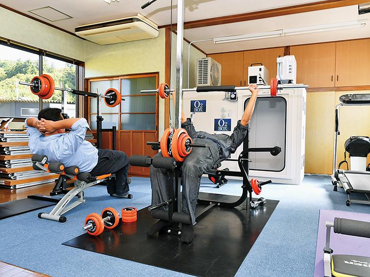 酸素ボックスや卓球台も設置したトレーニングジム。社員同士のコミュニケーションの場や、仕事のリフレッシュの場にもなっています