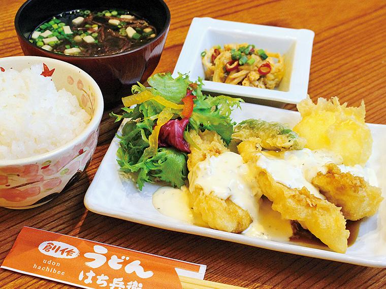 「タルタル鶏天ぷら定食」(790円)。提供は11時から15時まで(月〜土曜日)