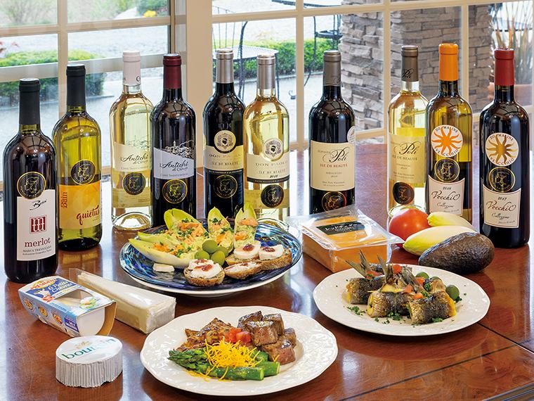 チーズや野菜などの食材と一緒に「ヨークベニマル」で購入し、食卓を彩ろう。店頭では、テキシドアさんの横顔がモチーフのシールが付いたワインを目印に