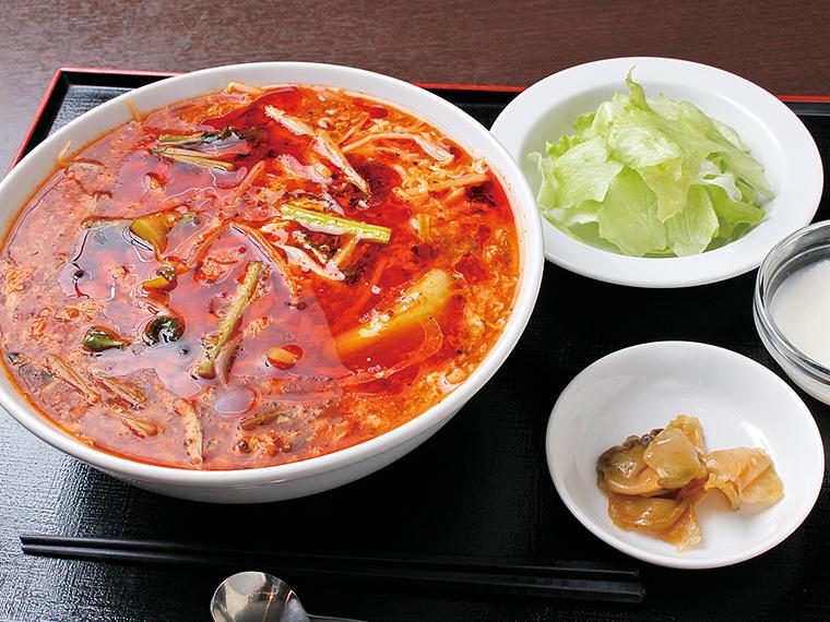「酸辣湯麺」(1,000円)※火曜日はサラダ、杏仁豆腐付きのセットで提供(900円)。変更の場合あり