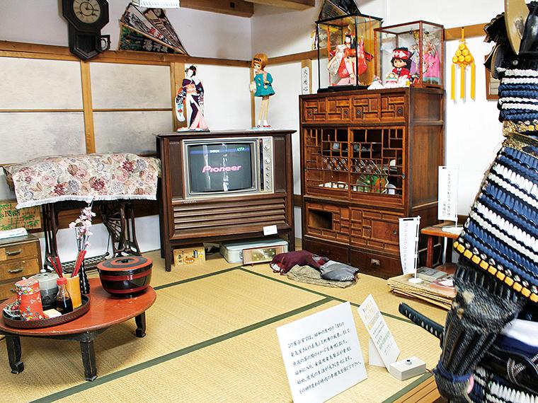 「昭和蔵」では、昭和の原町の街角の風景や、庶民の茶の間を再現。昔懐かしい昭和の雰囲気を感じられる