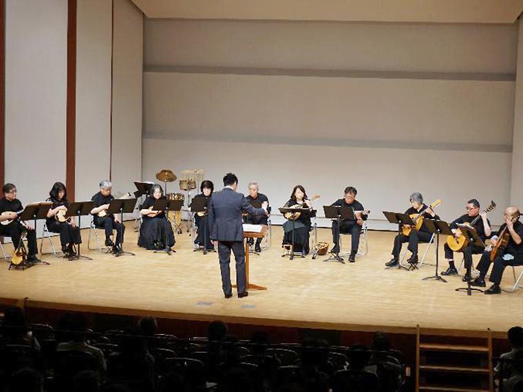 「福島マンドリンアンサンブル」がマンドリンオリジナル曲や歌謡曲を披露
