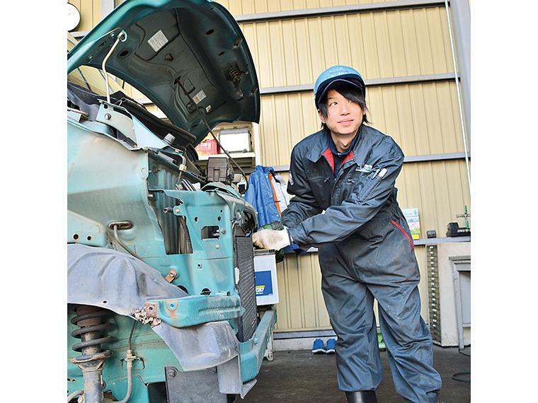創業20年以上で廃車買い取り実績約10万件。経験豊富なスタッフが対応する