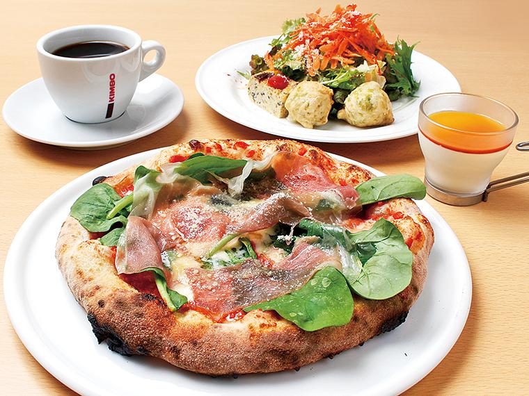 「20食限定ランチセット」(1,500円)。写真のピッツァはパルマ産生ハムをふんだんにのせた「プロシュート エ ルッコラ」
