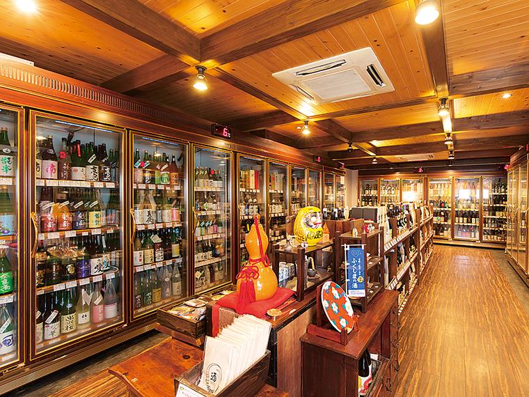 温度ごとに分けられた店内の大きな冷蔵庫にはこだわりの銘酒が3,000本以上。ゆっくり眺めながら好みの1本を探す楽しみもある
